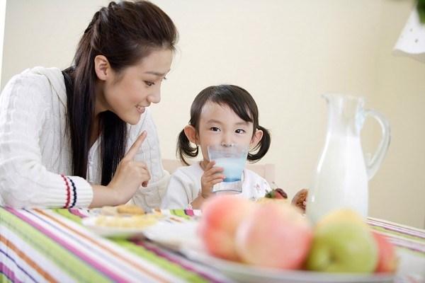 Những thực phẩm bổ sung trí thông minh cho con trẻ mùa tựu trường - Ảnh 2.
