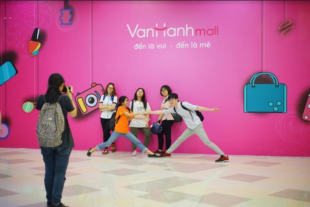 5 xu hướng mua sắm của giới trẻ Việt trong năm 2018 - Ảnh 1.