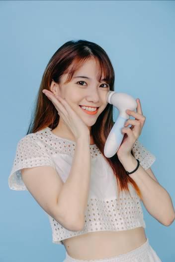Sạch da, trẻ hóa với máy rửa mặt cọ Nano Flawless - Ảnh 2.