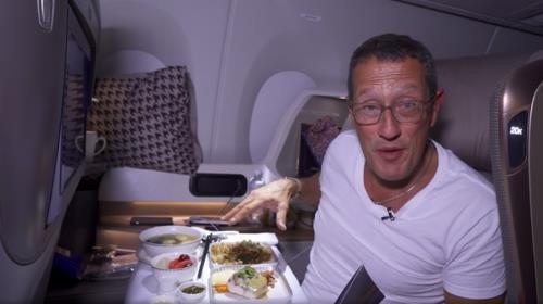 Những điều thú vị trên chuyến bay dài nhất thế giới đến Mỹ - Ảnh 2.
