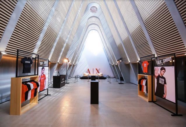 """Armani Exchange """"chơi lớn"""" với dàn sao Âu-Á trong chiến dịch Thu Đông - Ảnh 2."""