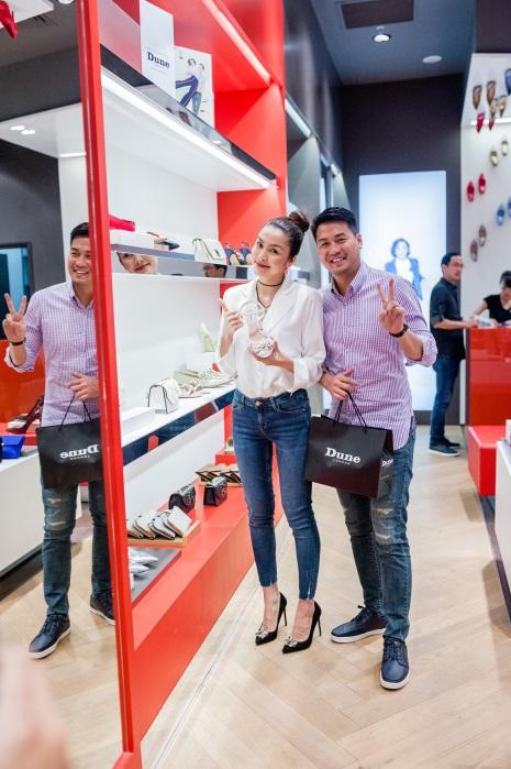 Tăng Thanh Hà, Phillip Nguyễn cùng Kim Nhung dự khai trương thương hiệu giày đến từ Anh Quốc - Ảnh 3.