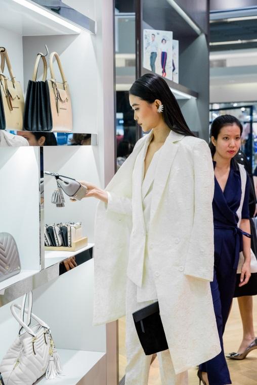 Tăng Thanh Hà, Phillip Nguyễn cùng Kim Nhung dự khai trương thương hiệu giày đến từ Anh Quốc - Ảnh 6.