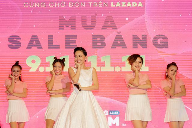 Tóc Tiên biểu diễn ca khúc mới, khuấy động khán giả tại Bitexco - Ảnh 2.