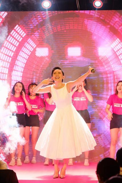 Tóc Tiên biểu diễn ca khúc mới, khuấy động khán giả tại Bitexco - Ảnh 4.