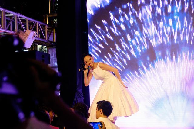 Tóc Tiên biểu diễn ca khúc mới, khuấy động khán giả tại Bitexco - Ảnh 5.