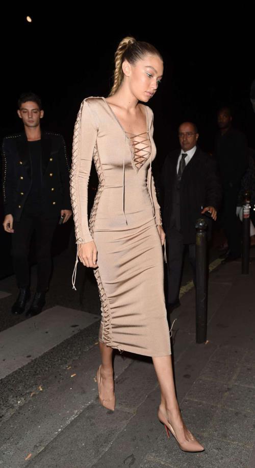 Phong cách thời trang tạo nên thương hiệu của chị em nhà Hadid và Kim - Ảnh 8.