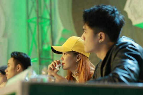 """Lâm Vinh Hải nổi cáu vì Đinh Hương """"mít ướt"""" trên ghế nóng - Ảnh 2."""