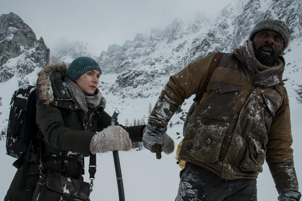 """The Mountain Between US: """"Vị ngọt"""" khi cùng nhau tìm đến hạnh phúc - Ảnh 2."""