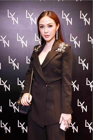 Angela Phương Trinh hội ngộ Châu Bùi trong tiệc ra mắt cửa hiệu LYN đầu tiên tại Việt Nam - Ảnh 5.