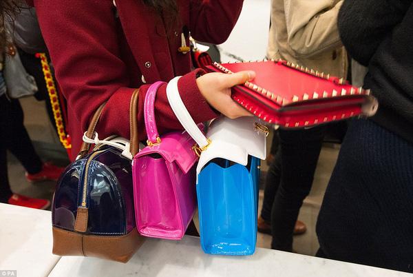 Tuyệt chiêu giúp teen tiết kiệm núi tiền mua sắm khi du lịch nước ngoài - Ảnh 2.