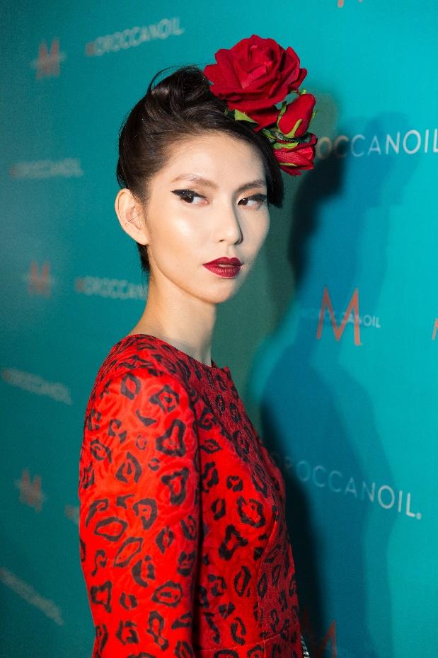 Bỏ túi bí kíp tóc đẹp từ hậu trường show diễn của hơn 100 người mẫu - Ảnh 2.