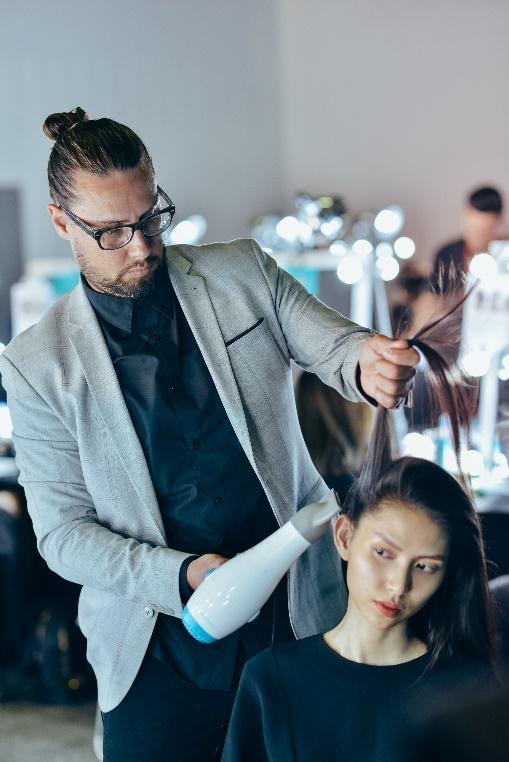 Bỏ túi bí kíp tóc đẹp từ hậu trường show diễn của hơn 100 người mẫu - Ảnh 5.