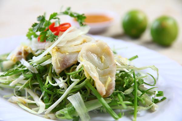 Ở Sài Gòn có một quán gỏi cá suốt 30 năm vẫn chỉ bán 40 đĩa 1 ngày mà vạn người mê - Ảnh 1.