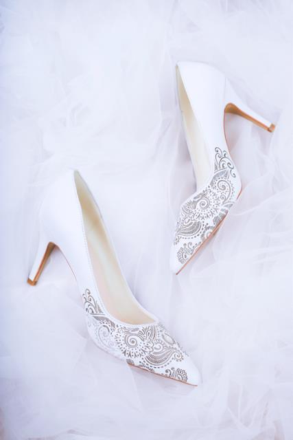 Thuần khiết và trong trẻo như những đôi giày cưới của Dolly - Ảnh 6.