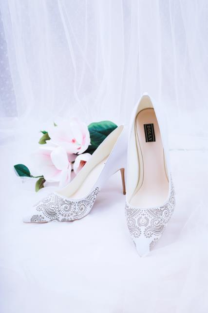 Thuần khiết và trong trẻo như những đôi giày cưới của Dolly - Ảnh 8.