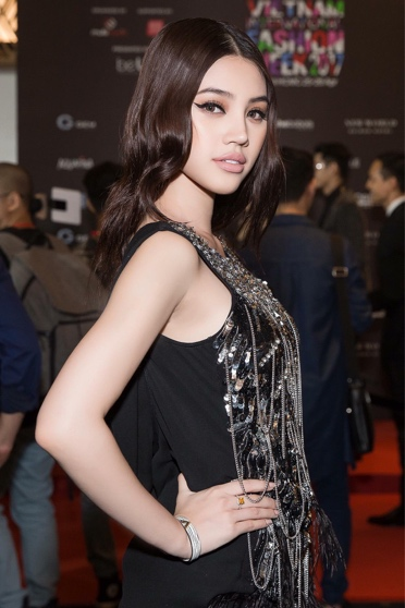 """""""Tiểu thư làng mốt"""" Jolie Nguyễn tỏa sáng với thương hiệu thời trang Việt - Ảnh 3."""