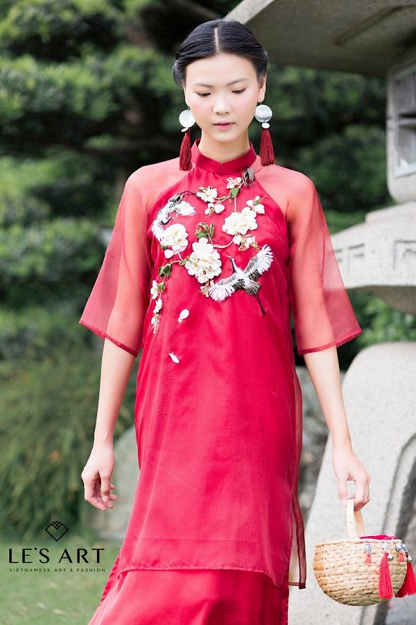 Áo dài thêu tay - Xu hướng thời trang đang lên ngôi mùa Tết 2018 - Ảnh 4.