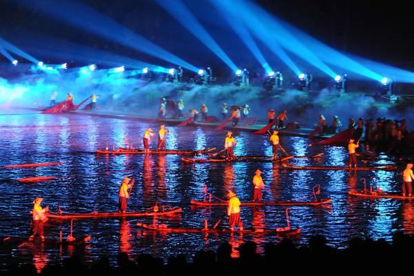 Mê du lịch, bạn nhất định phải xem show diễn văn hoá nổi tiếng ở từng quốc gia này - Ảnh 9.