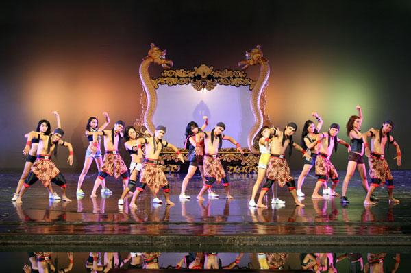 Mê du lịch, bạn nhất định phải xem show diễn văn hoá nổi tiếng ở từng quốc gia này - Ảnh 12.
