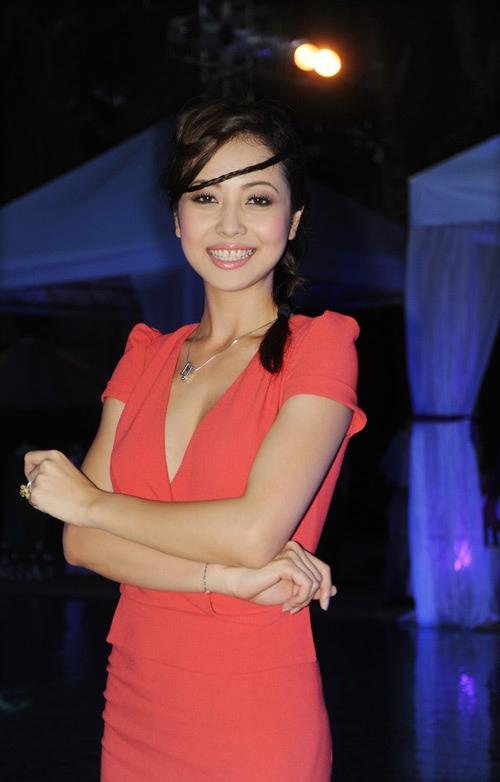 Nhìn lại hành trình thay đổi nhan sắc của hoa hậu Jennifer Phạm - Ảnh 2.