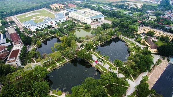 Những trường đại học có khuôn viên đẹp như khu nghỉ dưỡng - Ảnh 9.