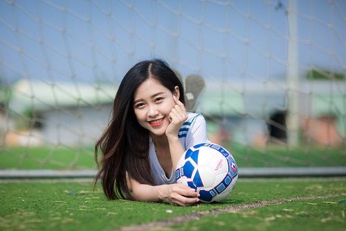 Nữ sinh fan Real Madrid xinh đẹp hút hồn bao trái tim yêu bóng đá - Ảnh 1.