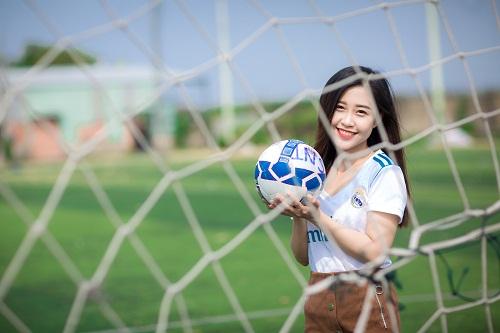 Nữ sinh fan Real Madrid xinh đẹp hút hồn bao trái tim yêu bóng đá - Ảnh 3.