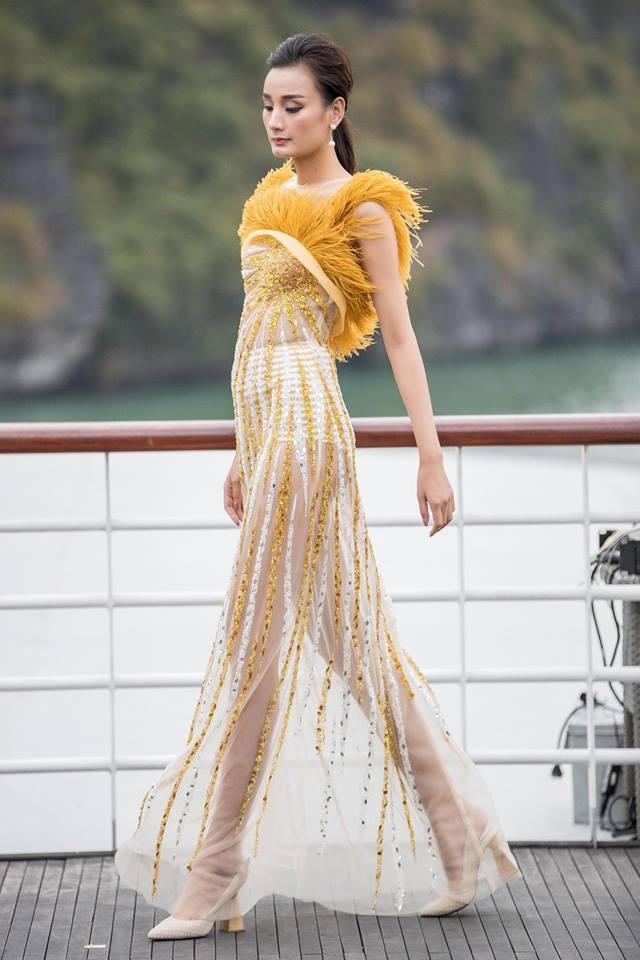 """Show """"Mặt trời phương Đông"""" của Lê Thanh Hòa: Thúy Vân, Minh Triệu và dàn chân dài khoe dáng trên du thuyền giữa vịnh Hạ Long - Ảnh 15."""