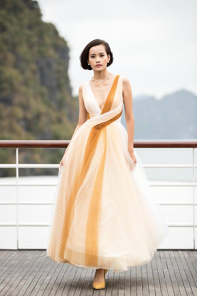 """Show """"Mặt trời phương Đông"""" của Lê Thanh Hòa: Thúy Vân, Minh Triệu và dàn chân dài khoe dáng trên du thuyền giữa vịnh Hạ Long - Ảnh 18."""