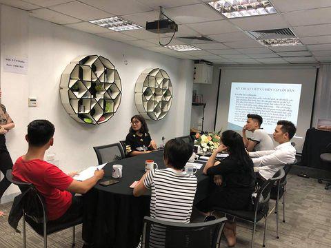 Có một lớp học kỹ năng giao tiếp, thuyết trình, đàm phán ngay tại Hà Nội - Ảnh 2.