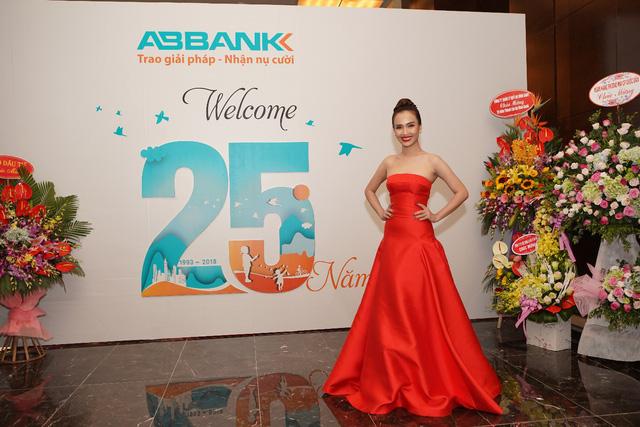 Dàn sao Vpop hội tụ trong đêm nhạc ABBANK Family Day tại TP. Hồ Chí Minh - ảnh 4