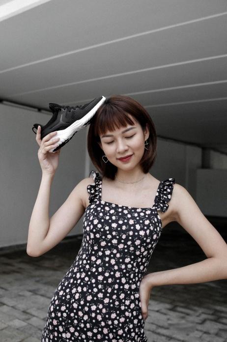"""Vừa vào hè, cộng đồng fashionista khoe ngay hot trend """"đội giày độc đáo! - ảnh 1"""