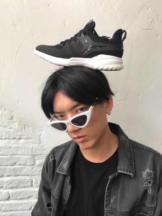 """Vừa vào hè, cộng đồng fashionista khoe ngay hot trend """"đội giày độc đáo! - ảnh 4"""