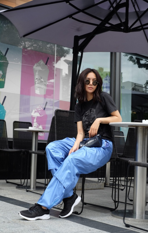 """Vừa vào hè, cộng đồng fashionista khoe ngay hot trend """"đội giày độc đáo! - Ảnh 10."""
