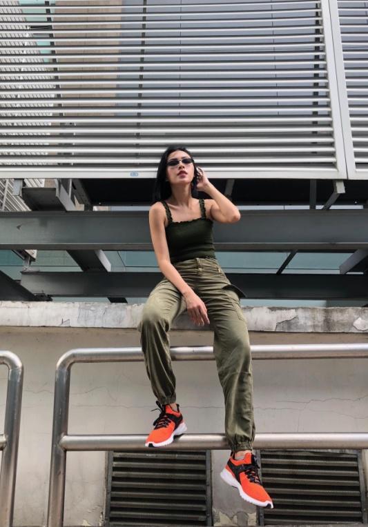 """Vừa vào hè, cộng đồng fashionista khoe ngay hot trend """"đội giày độc đáo! - Ảnh 12."""