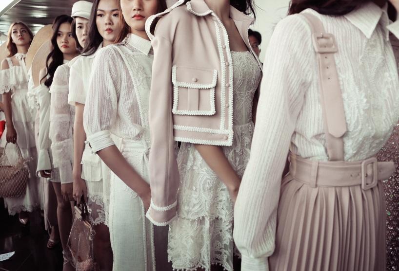 Sau fashion show cực thành công, NTK Chung Thanh Phong bất ngờ tiết lộ bí mật sau hậu trường - Ảnh 13.