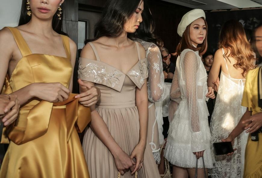 Sau fashion show cực thành công, NTK Chung Thanh Phong bất ngờ tiết lộ bí mật sau hậu trường - Ảnh 14.