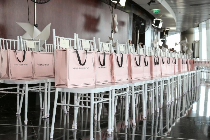 Sau fashion show cực thành công, NTK Chung Thanh Phong bất ngờ tiết lộ bí mật sau hậu trường - Ảnh 15.