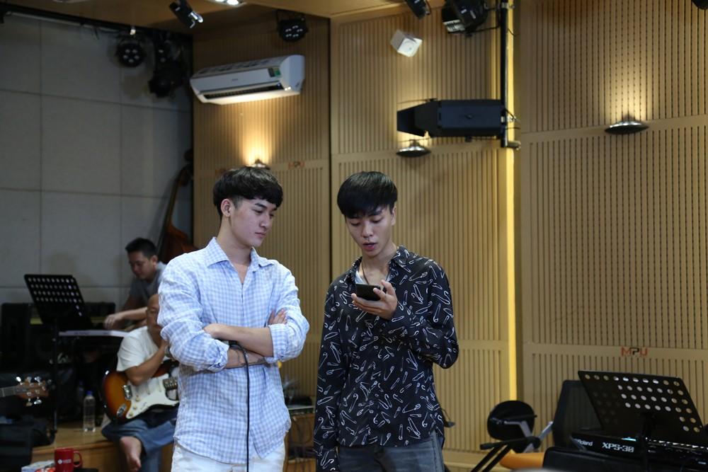 Hoàng Yến Chibi, Ali Hoàng Dương, Thảo Trang, Đinh Hương dốc sức luyện tập cho vòng thi quyết định Nhạc hội song ca mùa 2 - Ảnh 8.
