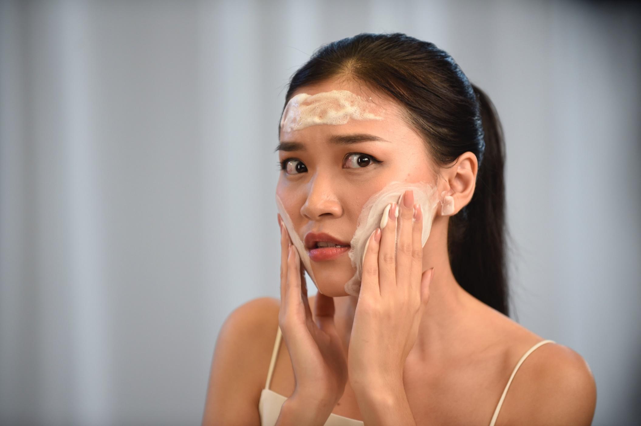 Tẩy trang và rửa mặt trong 1 bước: Là do bạn không biết cách chăm sóc da hay vì lười? - Ảnh 3.