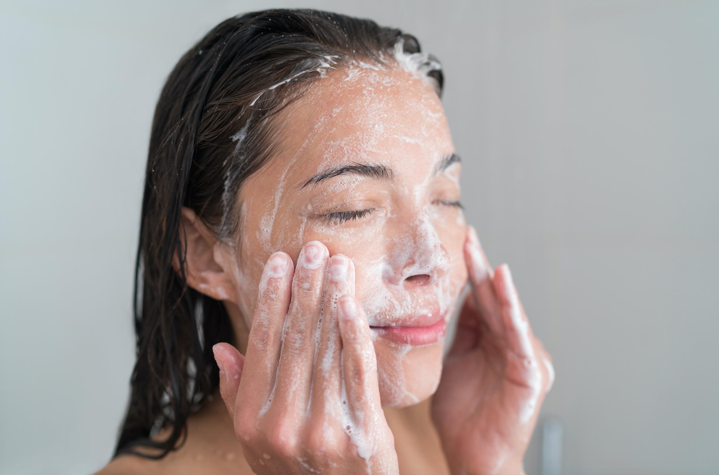 Tẩy trang và rửa mặt trong 1 bước: Là do bạn không biết cách chăm sóc da hay vì lười? - Ảnh 4.