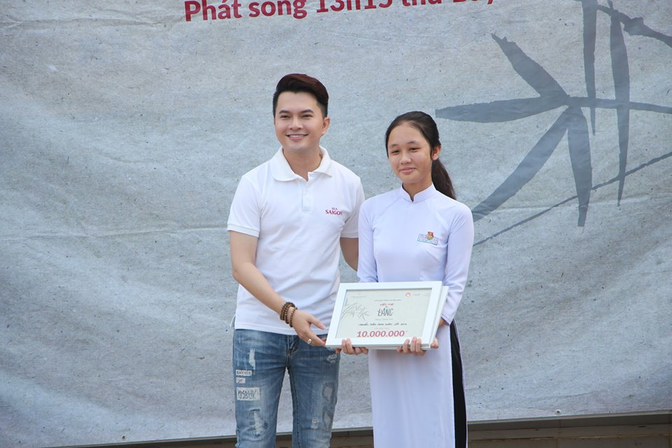 Ước Mơ Từ Làng: MC Vũ Mạnh Cường, ca sĩ Nam Cường cảm phục trước nỗ lực của các em học sinh nghèo hiếu học - Ảnh 2.
