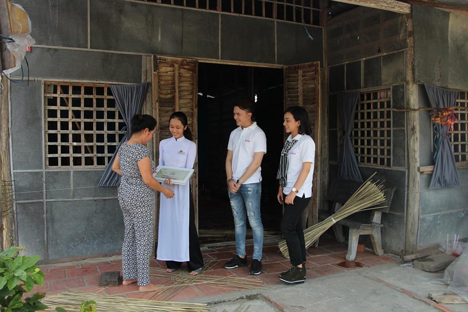 Ước Mơ Từ Làng: MC Vũ Mạnh Cường, ca sĩ Nam Cường cảm phục trước nỗ lực của các em học sinh nghèo hiếu học - Ảnh 3.