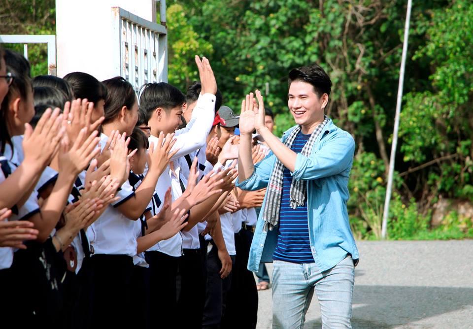 Ước Mơ Từ Làng: MC Vũ Mạnh Cường, ca sĩ Nam Cường cảm phục trước nỗ lực của các em học sinh nghèo hiếu học - Ảnh 6.