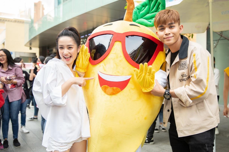 Bất ngờ khi thấy Jun Vũ - Jun Phạm, Min – Harry Lu hẹn hò trà chiều, hàng trăm fan đột kích buổi hẹn - Ảnh 2.