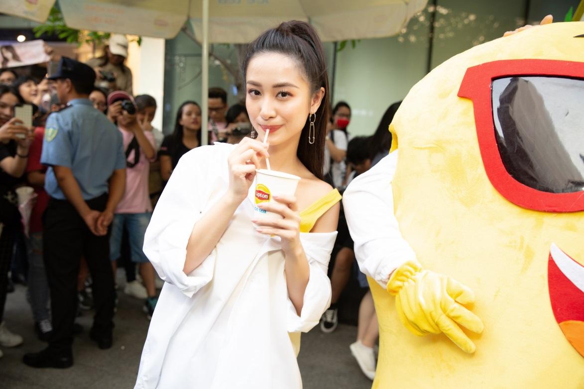Bất ngờ khi thấy Jun Vũ - Jun Phạm, Min – Harry Lu hẹn hò trà chiều, hàng trăm fan đột kích buổi hẹn - Ảnh 6.