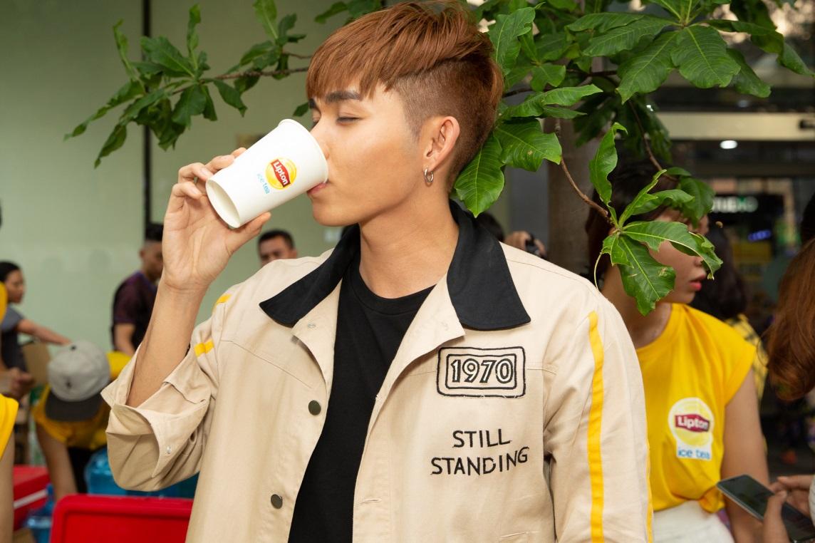 Bất ngờ khi thấy Jun Vũ - Jun Phạm, Min – Harry Lu hẹn hò trà chiều, hàng trăm fan đột kích buổi hẹn - Ảnh 9.