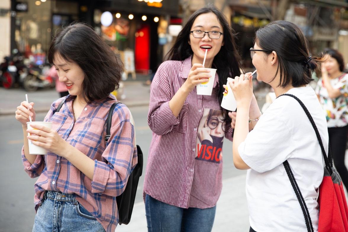 Bất ngờ khi thấy Jun Vũ - Jun Phạm, Min – Harry Lu hẹn hò trà chiều, hàng trăm fan đột kích buổi hẹn - Ảnh 12.