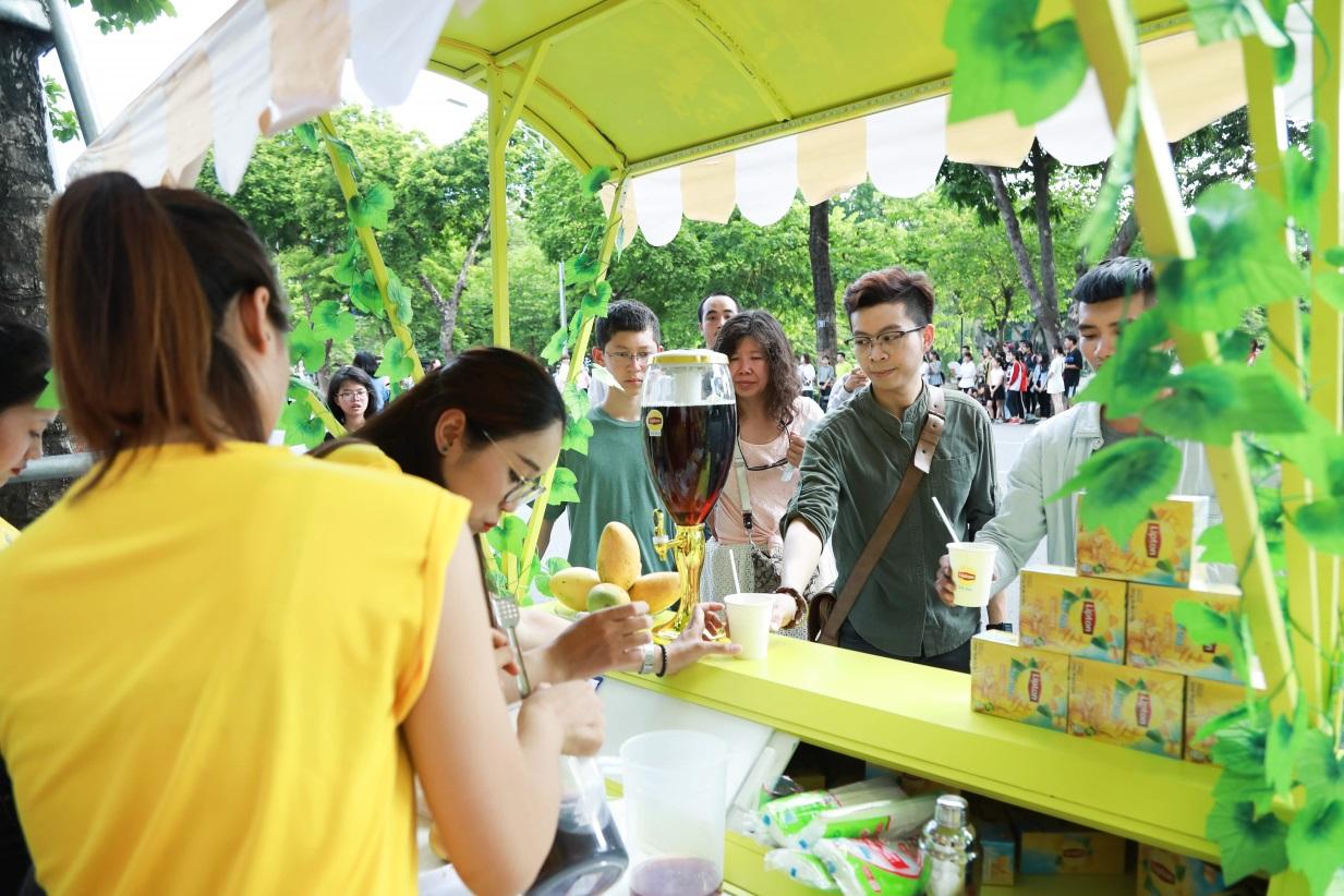 Bất ngờ khi thấy Jun Vũ - Jun Phạm, Min – Harry Lu hẹn hò trà chiều, hàng trăm fan đột kích buổi hẹn - Ảnh 17.